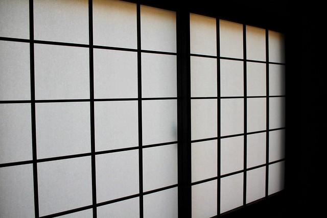 Shoji with inter-woven shutters